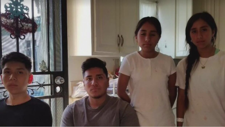 Joven de 19 años quedó a cargo de sus tres hermanos tras el arresto de s...