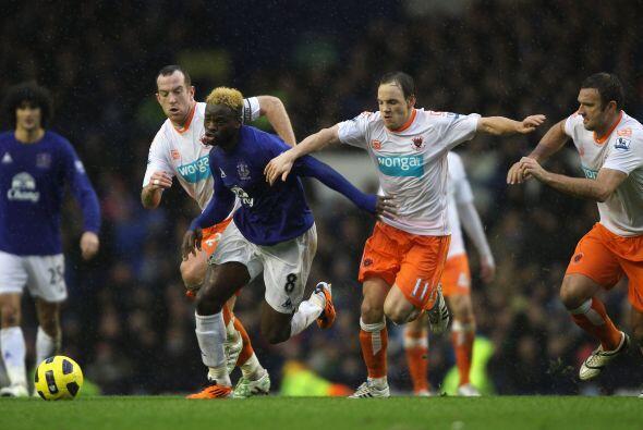 Everton y Blackpool le regalaron a los hinchas un show de goles. 8 tanto...