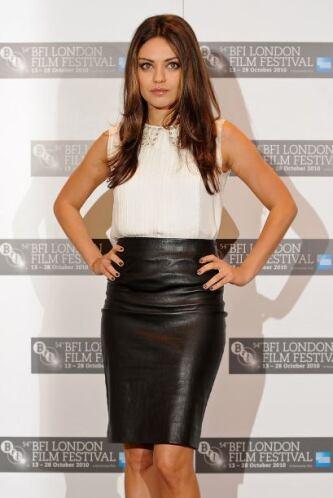 ¡Qué cuero de mujer es Mila Kunis! Y más con esa 'pencil skirt' tan enta...