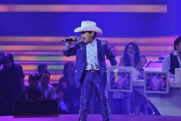 """Con el tema """"Pero te vas a arrepentir"""" Carlos puso a bailar a todos"""