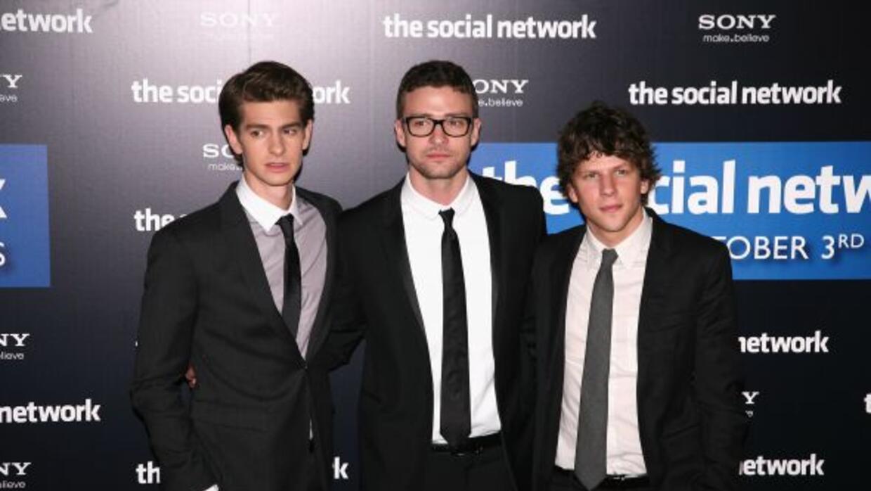 Actores del filme The Social Network, de izquierda a derecha, Andrew Gar...