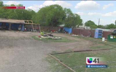Autoridades descubren un almacén de autos robados al suroeste de San Ant...