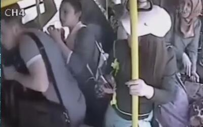 Un hombre abusa de una joven en un autobús de Turquía