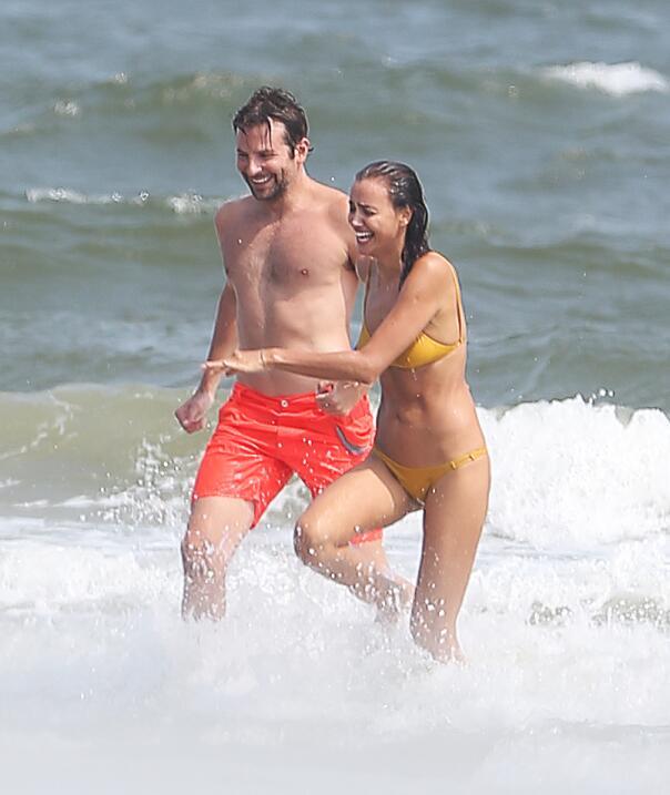 Irina Shayk ya conoce a la madre de Bradley Cooper TID_BCAISE150906_27.JPG
