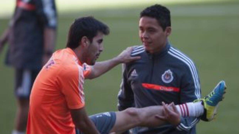 Néstor Vidrio ejercitándose en la práctica de Chivas.