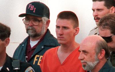 Timothy McVeigh, autor del atentado explosivo contra un edificio federal...