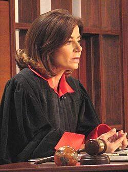 La jueza escuchaba para tomar su veredicto.