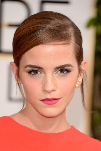 Emma Watson, siempre elegante y muy femenina. Ella prefirió un chongo cl...