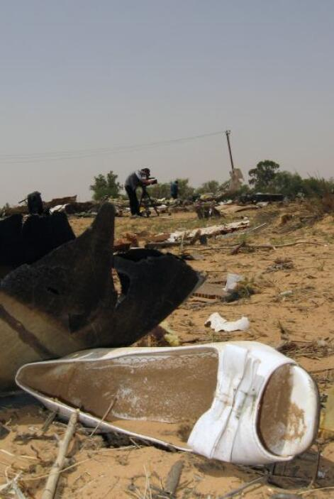 11 de mayo: Murieron  103 personas al estrellarse un Airbus A330 de la c...