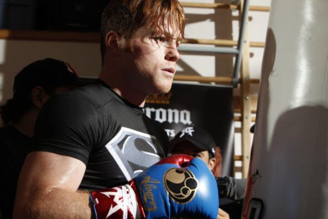 Saúl 'Canelo' Álvarez abrió su campamento en Big Bear, California, para...
