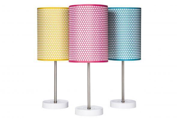 Si tu hijo prefiere algo más conservador, una lámpara de mesa con pantal...