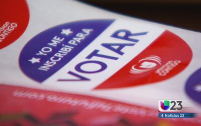 Cientos de personas aprovechan el último día para registrarse para votar