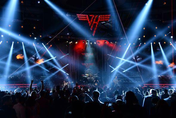 Y en la parte musical Van Halen hizo estremecer el escenario.