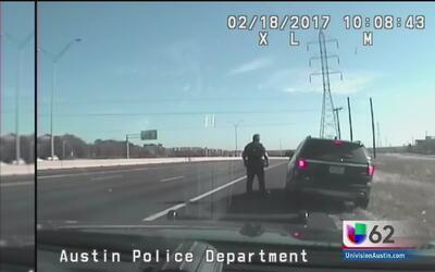 Oficial deja libre a un conductor que viajaba por encima de los límites...