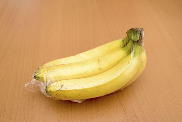 Los plátanos emiten gas etileno al madurar. Si sabes que no podr&...