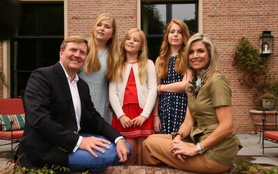 La Familia Real holandesa posa en su hogar de veraneo.