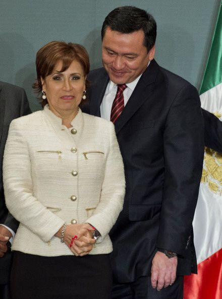 Rosario Robles, funcionaria del gobierno federal, regaló a la pareja pre...