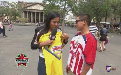 Nataliz Jimenez regaló besos a los aficionados de Chivas y América