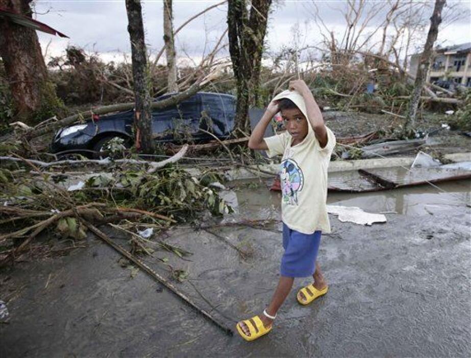 La ONG, con el apoyo de la AECID, proporciona refugio, agua y saneamient...