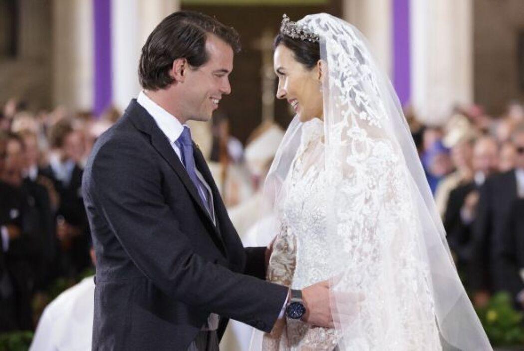 Al encontrarse frente al altar, la pareja no dejó pasar ni una sola opor...