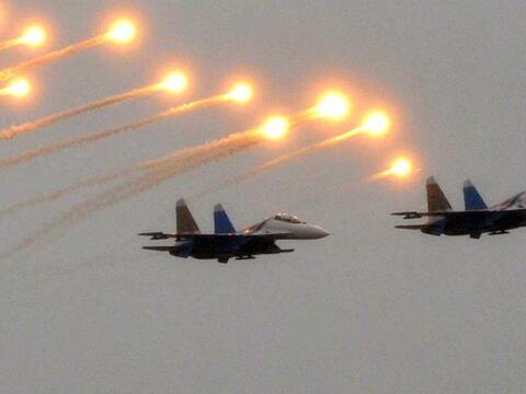 Dos cazas Su-27 Sukhoi regalan esta magnífica postal durante la celebrac...