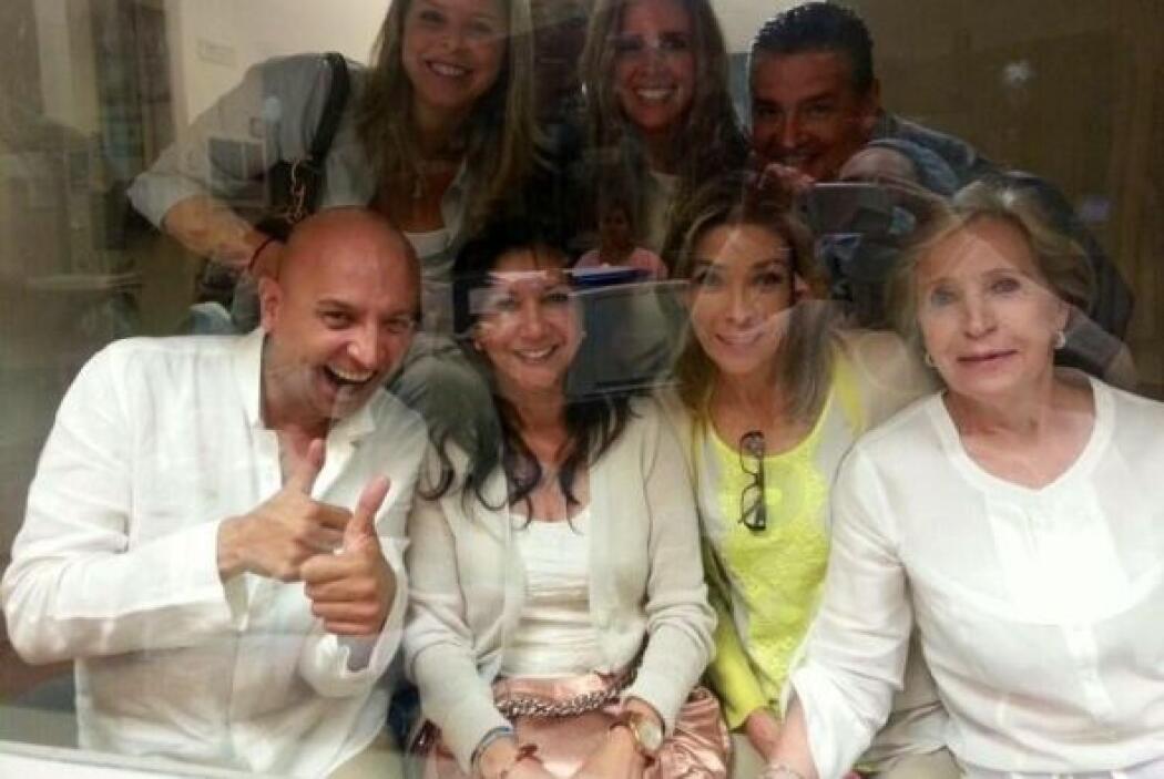 Familiares y amigos de Jacqueline Bracamontes y Martín Fuentes se pusier...