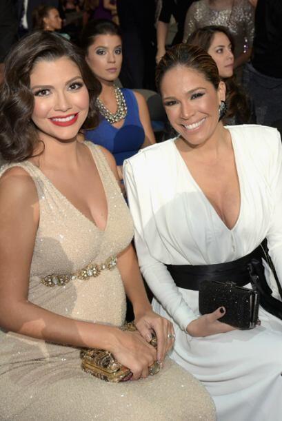 Ana, Karla y la pequeña Giulietta en los premios Univision.