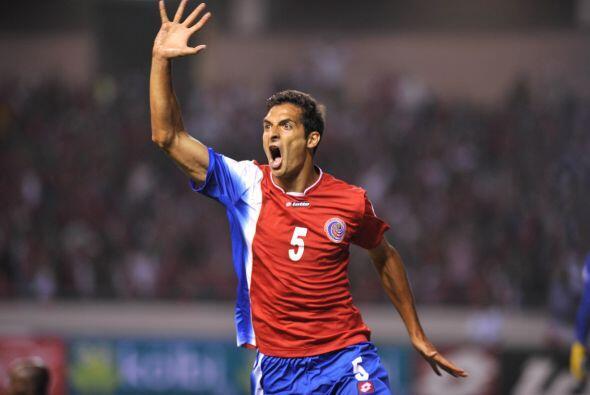 Celso Borges:El defensor de Costa Rica sabe meter la pierna fuerte cuand...