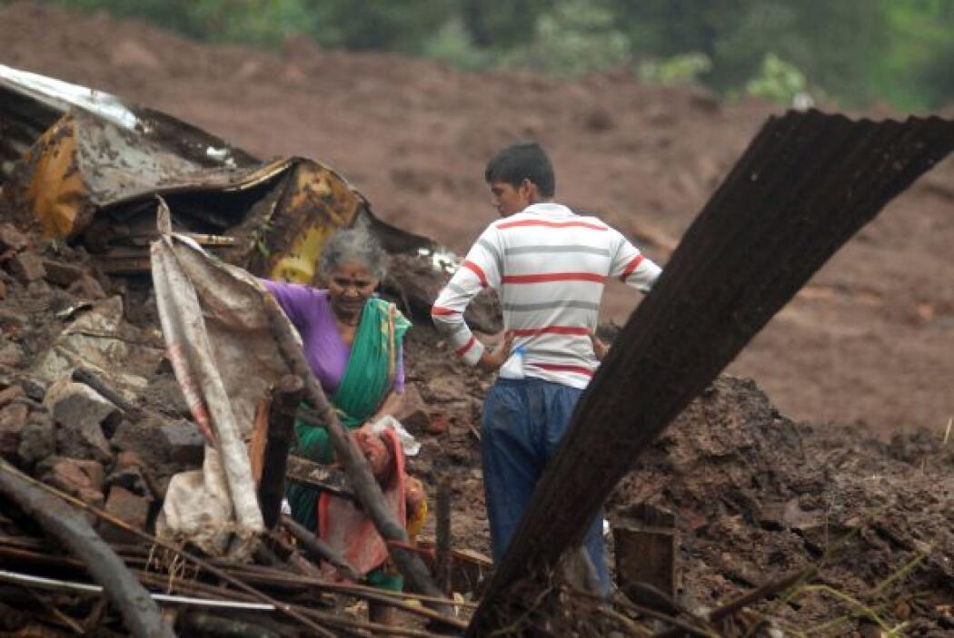 Al menos 24 personas murieron, 14 fueron rescatadas con vida y unas 200...