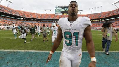 Cameron Wake difícilmente saldrá de Dolphins durante el receso (AP-NFL).