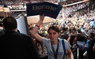 Simpatizantes de Bernie Sanders no aceptan a Clinton