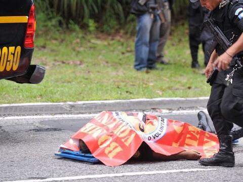 Una mujer policía fue asesinada el jueves cuando abordaba un autobús en...