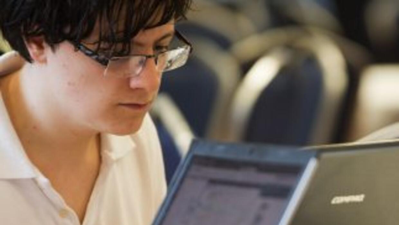 """""""Los hombres se apoyan más en la comunicación electrónica que las mujere..."""