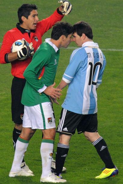 Ronald Raldes encaró a Linel Messi luego de una serie de empujones tras...