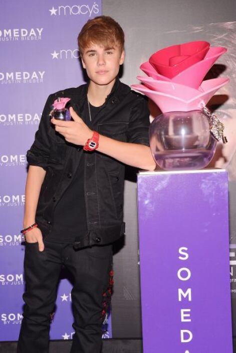 4. El novio de Selena Gomez, Justin Bieber, también fue agredido por sus...