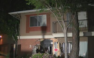 Buscan al conductor que huyó luego de incrustar su vehículo en un edific...