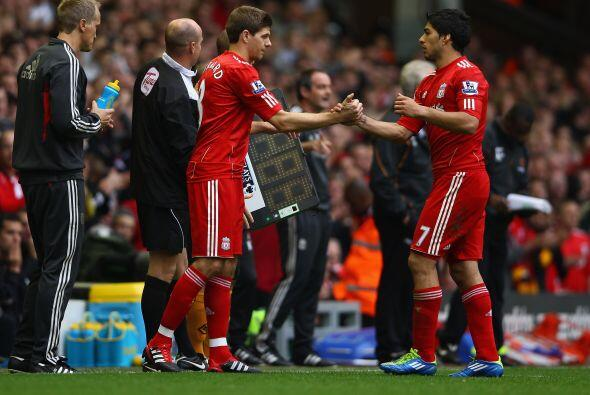 Steven Gerrard ingresó en lugar de Suárez. Fue la vuelta d...