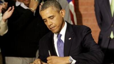 El presidente de EEUU firmó la ley de presupuesto que asigna al gobierno...