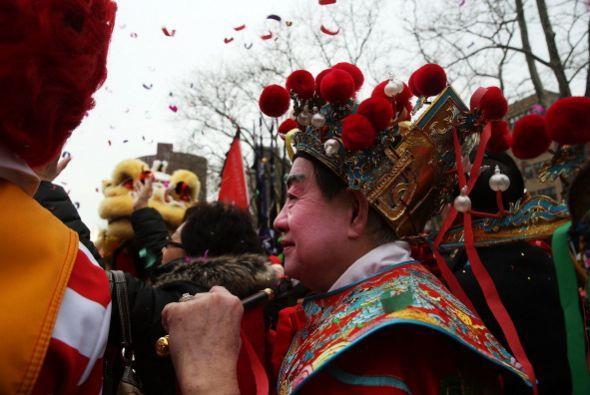 Artistas recrean un ritual de oración y sacrificio para buenas cosechas...