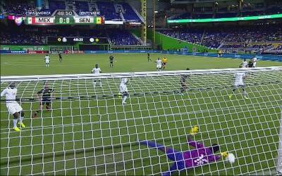Ndiaye le roba el gol a Eduardo Herrera