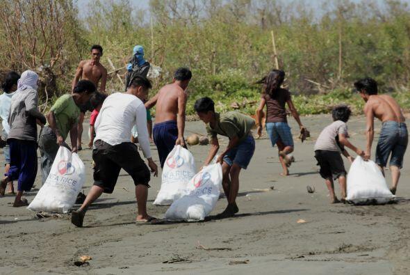 La Cruz Roja dijo que voluntarios de la institución están proporcionando...
