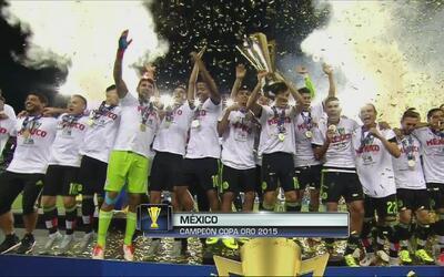 México recibió el trofeo de la Copa Oro tras coronarse campeón