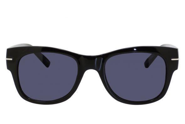 Unos lentes deportivos para complementar su estilo casual le vendr&aacut...