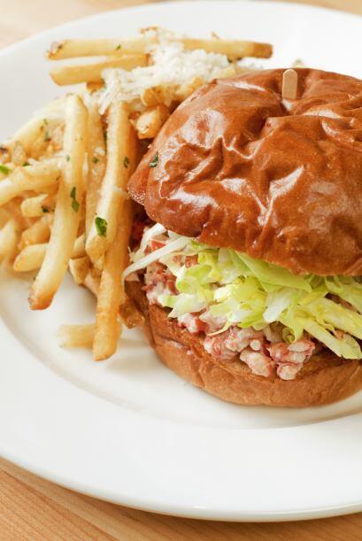 Ensalada de langosta con col La mayonesa que se usa en este tipo de plat...