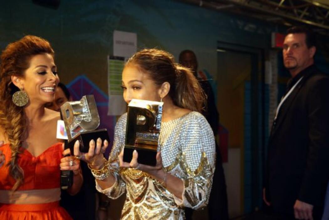 La actriz y cantante estaba muy orgullosa de los premios que se llevó.