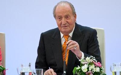 El Rey Juan Carlos de Borbón abdicó al trono de España