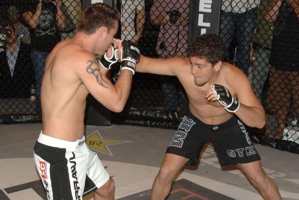 En enero de 2011 derrotó a Evangelista Santos con llave de brazo en el S...