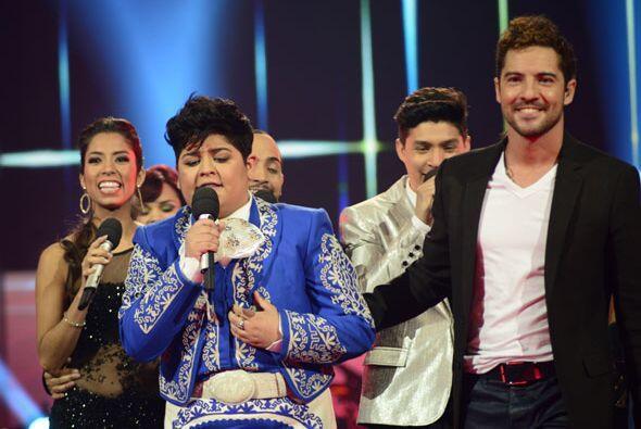 Los finalistas acabaron la canción con ambos.