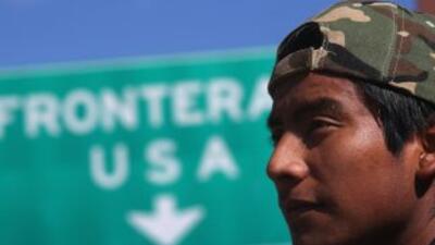 Inmigrantes deportados luchan por regresar