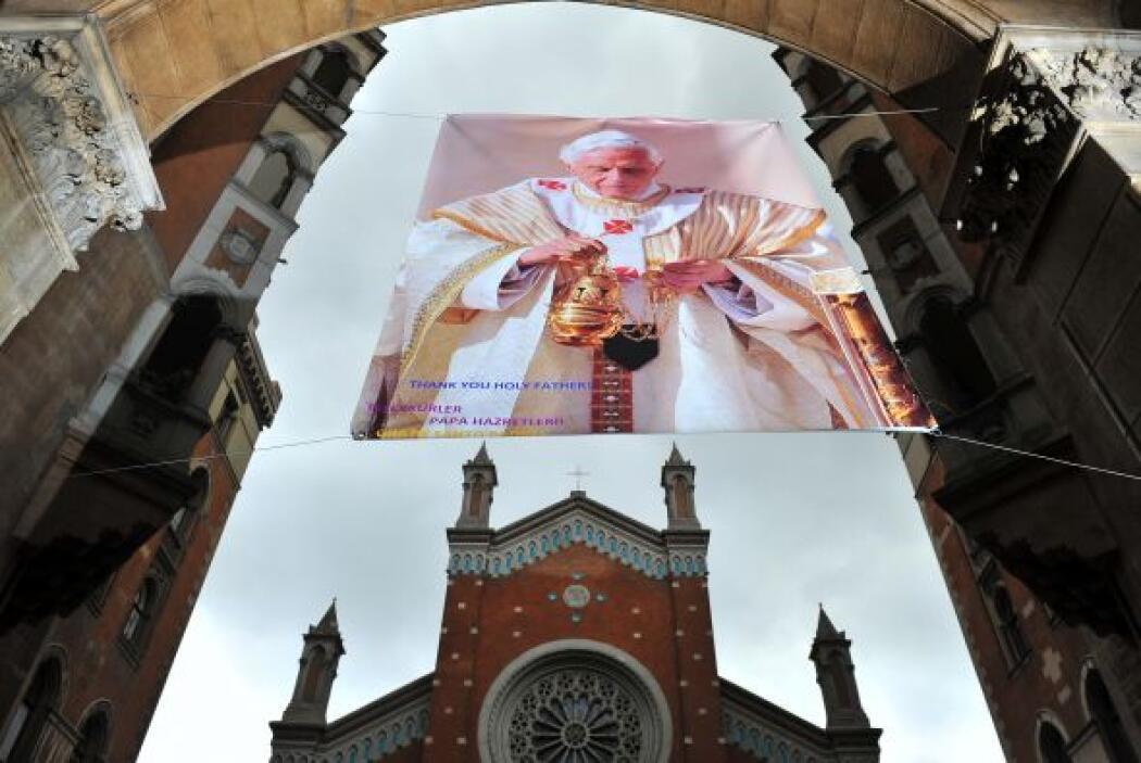 Para estar a tono con el momento histórico, Benedicto XVI cambió de rumb...